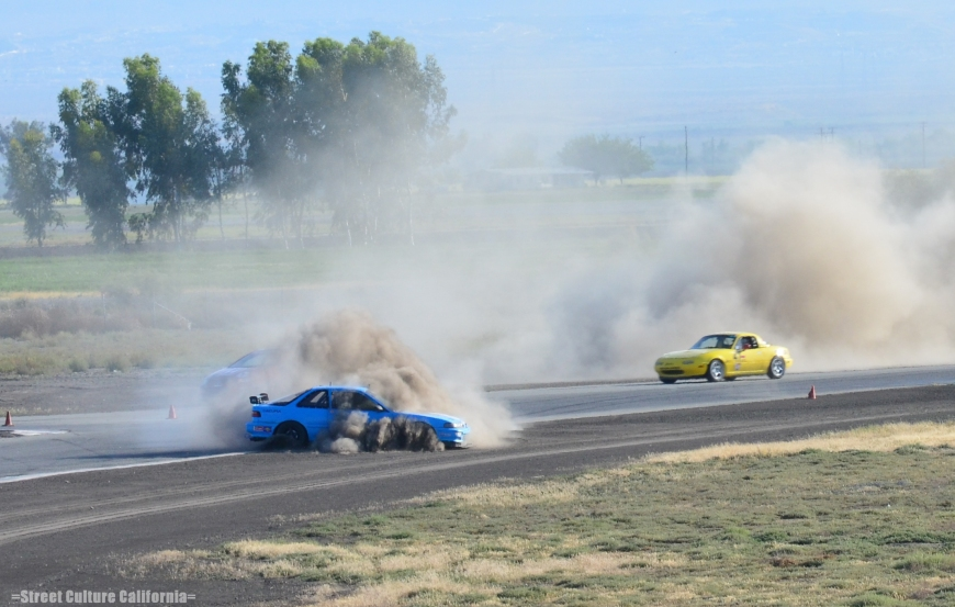 This was one of the most spectacular spins of the weekend. This Integra did one amazing drift before finally losing it.