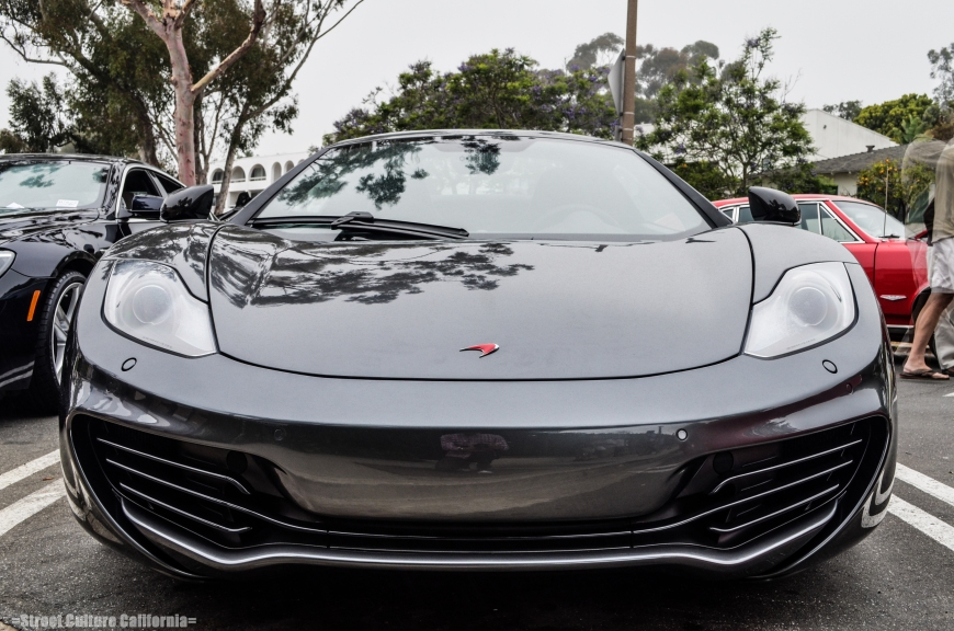 I have heard many people complaining about the looks of the McLaren, comparing it to the 458 Italia. Although I have to say it isn't as beautiful as the 458, it's still a pretty handsome car.